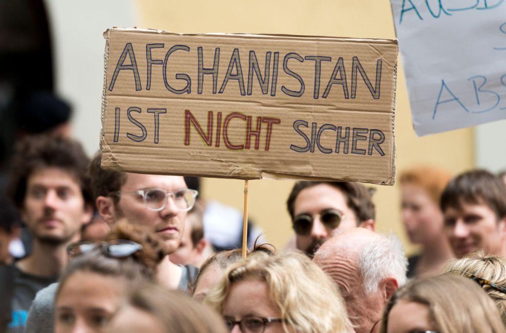 Immer wieder wird gegen Abschiebungen nach Afghanistan deminstriert. Foto: dpa