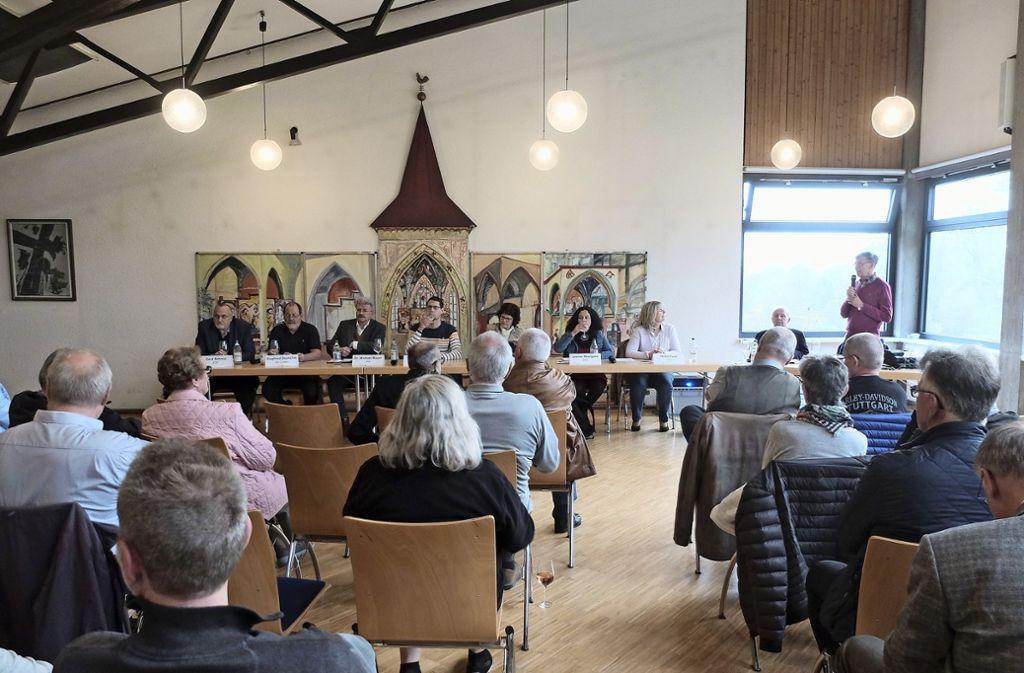 Gerd Schmid, Siegfried Deuschle, Michael Mayer, Jörg Sailer, Clarissa Seitz, Jasmin Meergans und Heike Funk (v.li.) bei der Podiumsdiskussion im Walpurgishaus in Mühlhausen. Foto: