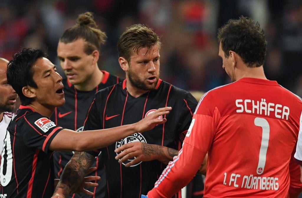 Raphael Schäfer macht Marco Russ (Mitte) schwere Vorwürfe. Foto: dpa
