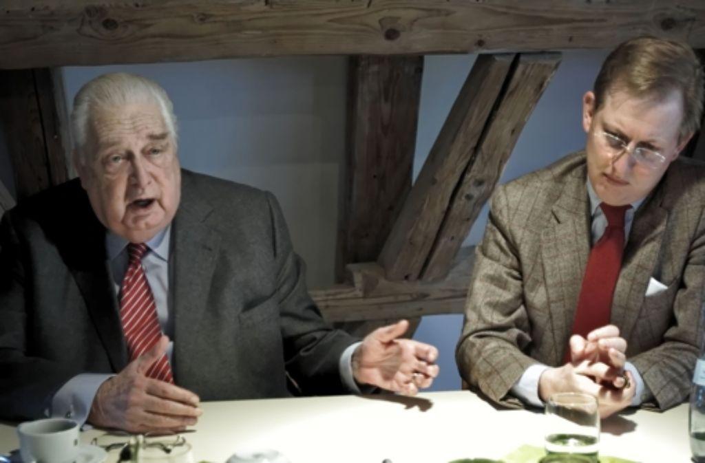 Ein Nachbarschaftstreffen im Grenzsteinmuseum Ostrach: Herzog Carl von Württemberg (links) und Bernhard Prinz von Baden Foto: Roettgers