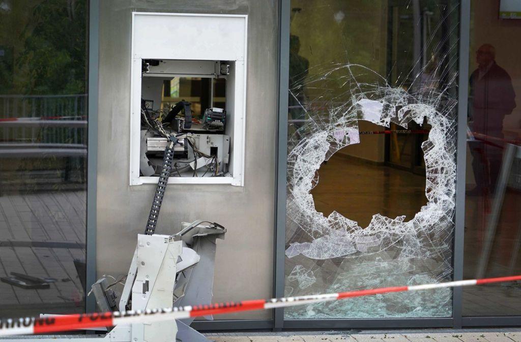 Wieder haben Täter versucht, durch Sprengen einen Geldautomaten zu plündern. Foto: dpa (Symboolbild)
