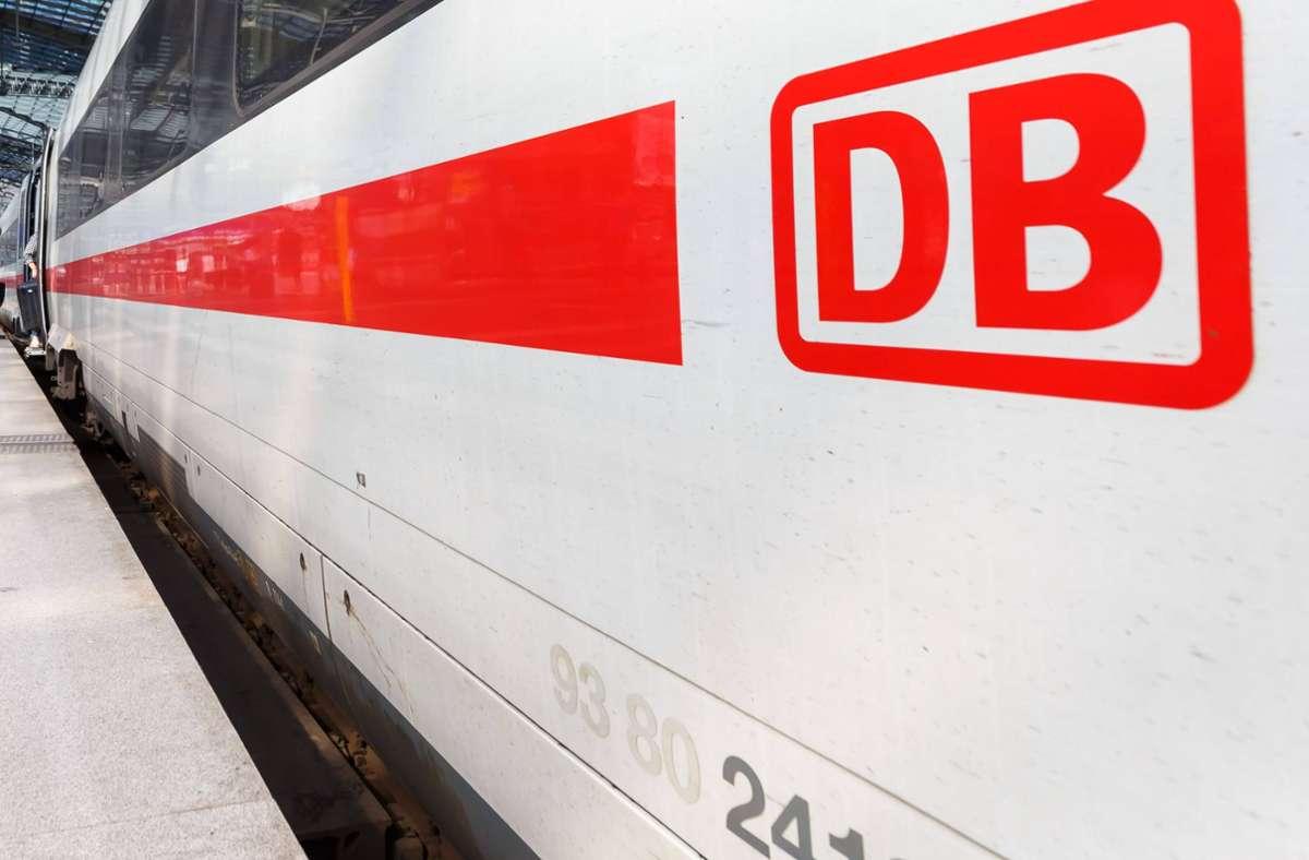 Ein Zug in Richtung Nürnberg musste eine Notbremsung einleiten (Symbolbild). Foto: imago images/CHROMORANGE/Markus Mainka / CHROMORANGE via www.imago-images.de