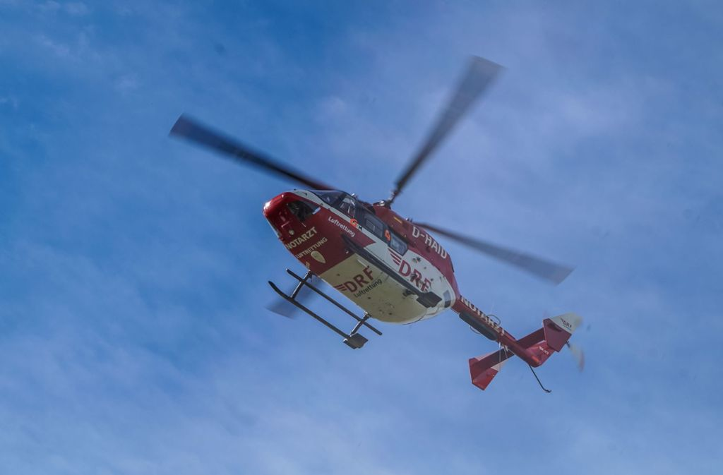 Der 69-Jährige bleibt bei dem Unfall unverletzt, muss aber wegen gesundheitlicher Probleme ins Krankenhaus  geflogen werden. Foto: SDMG