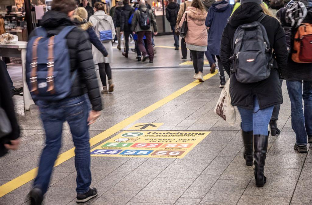 Die Linie weist den Weg zu den S-Bahn-Gleisen. Foto: Lichtgut/Julian Rettig