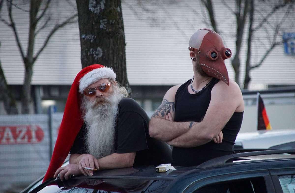 Zwei Teilnehmer des Autokorsos gegen die Corona-Maßnahmen Foto: 7aktuell.de/A. W./7aktuell.de   A. W.