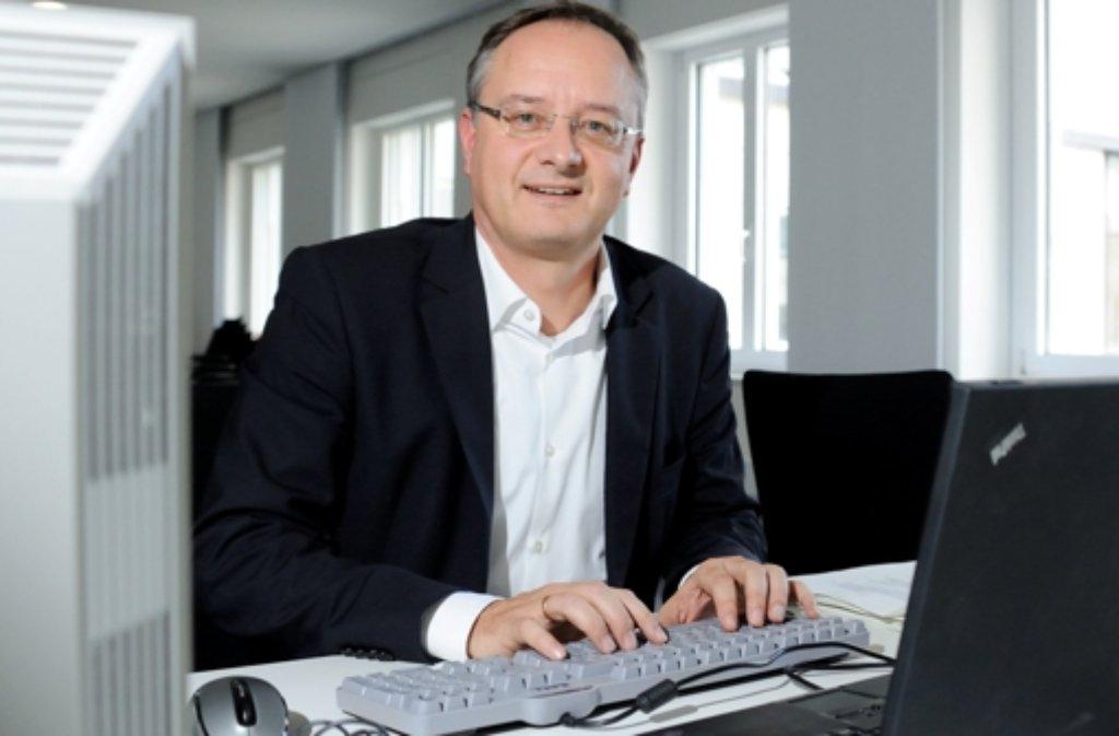 Der baden-württembergische Kultusminister Andreas Stoch stellte sich im Live-Chat den Fragen von Lehrern, Eltern und Schülern zur regionalen Schulentwicklung. Foto: dpa