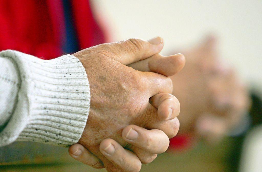 Ein Gebet kann neue Zuversicht geben. Foto: Patrick Seeger/dpa