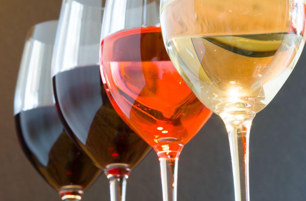 Der Wein fließt wieder in den Besenwirtschaften. Foto: dpa