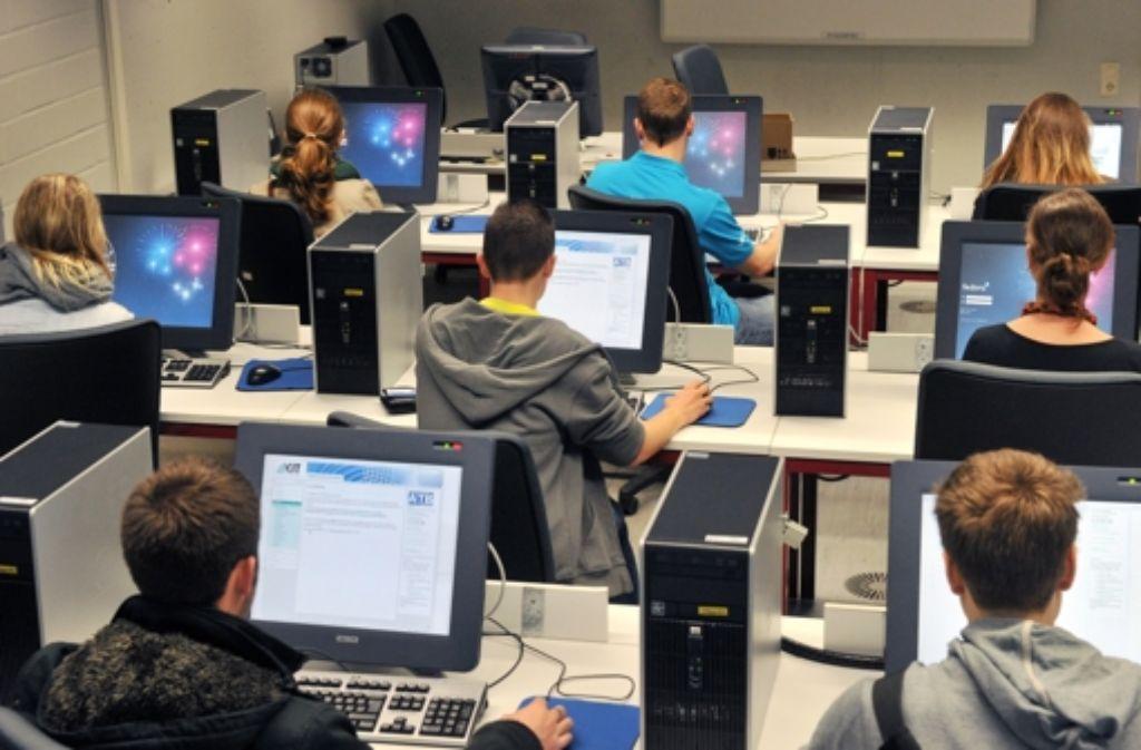 Wer Informatiker werden will, kann sich vielleicht  wieder Diplomingenieur nennen. Foto: dpa