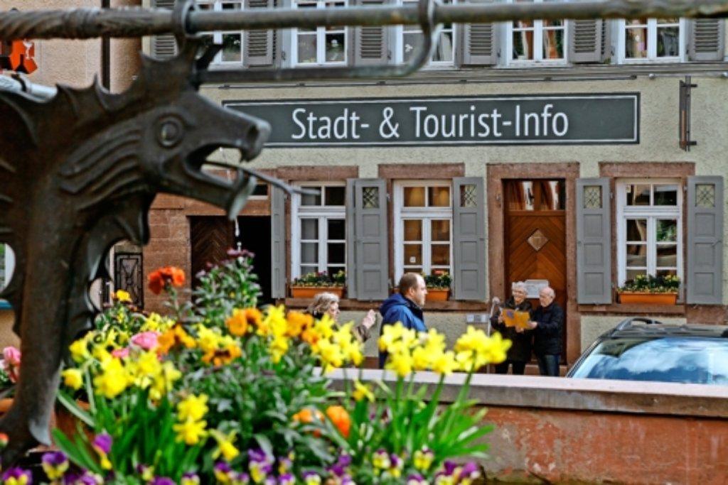 Besucher-Magnet: Das Service-Büro direkt am Marktplatz ist eine Anlaufstelle für Bürger und Touristen. Foto: factum/Bach