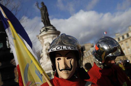 Rangeleien zwischen Polizisten und Feuerwehrleuten in Paris