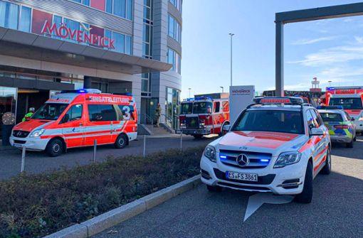 Hotel am Flughafen muss nach Brand evakuiert werden