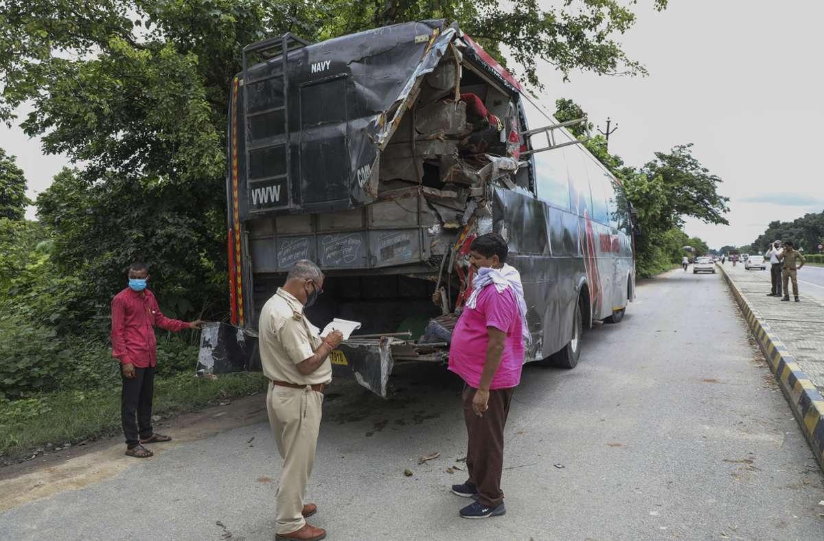 An der Unfallstelle in Barabanki. Foto: dpa/Sumit Kumar