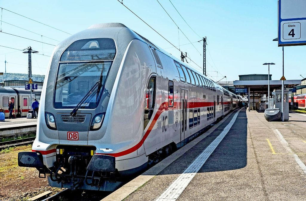 Die Deutsche Bahn setzt auf der Gäubahnstrecke von Stuttgart nach Singen den neuen Intercity 2 C ein. Foto: 7aktuell/Herlinger