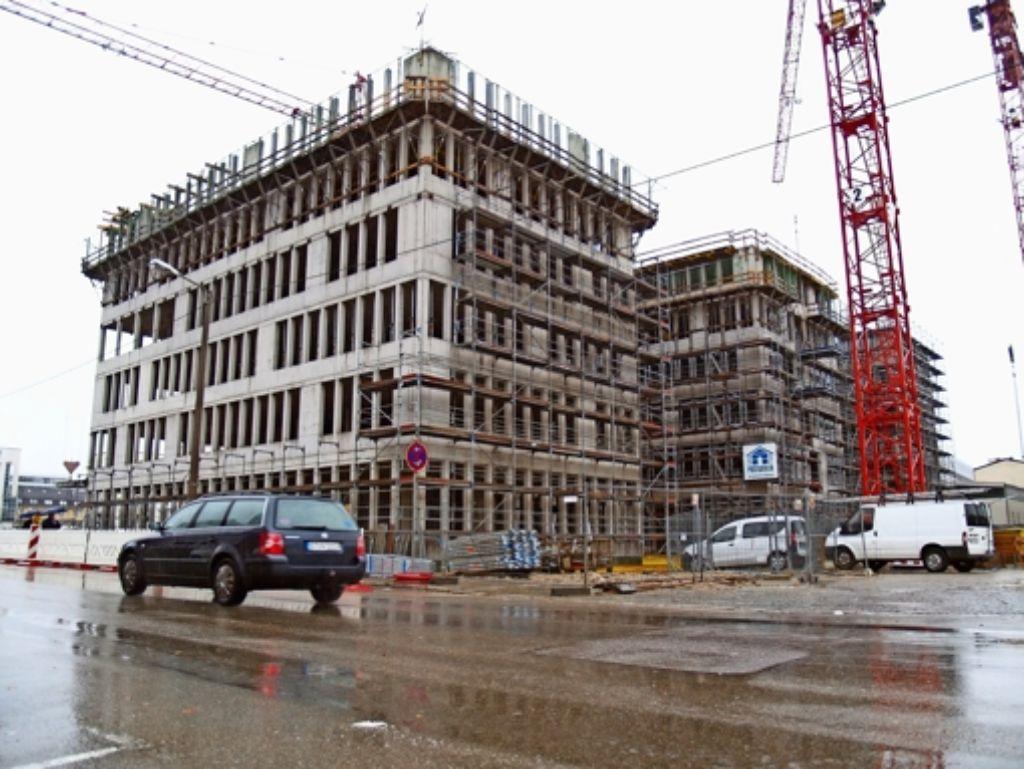 Der Rohbau der neuen KNV-Zentrale ist fast fertig. Weitere Bürogebäude sollen folgen. Foto: Rüdiger Ott
