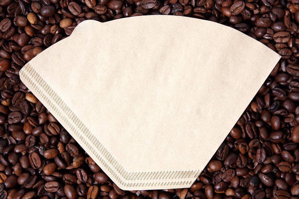 Als Übergangslösung geht auch ein Kaffeefilter. Foto: Bildagentur Zoonar GmbH / shutterstock.com