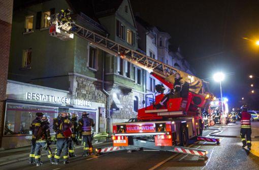 Sechs Verletzte bei Brand in Mehrfamilienhaus
