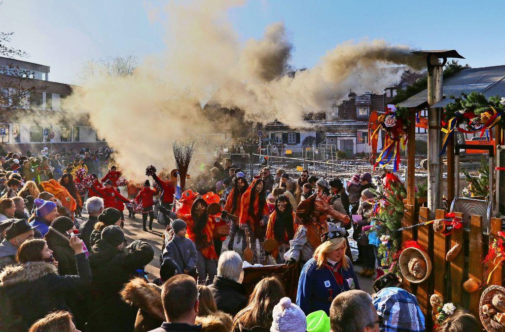 Etwa 6000 Zuschauer waren bei dem Umzug der Landesnarren in Gerlingen dabei. Viele Vereine bringen ihre Musiker mit Foto: