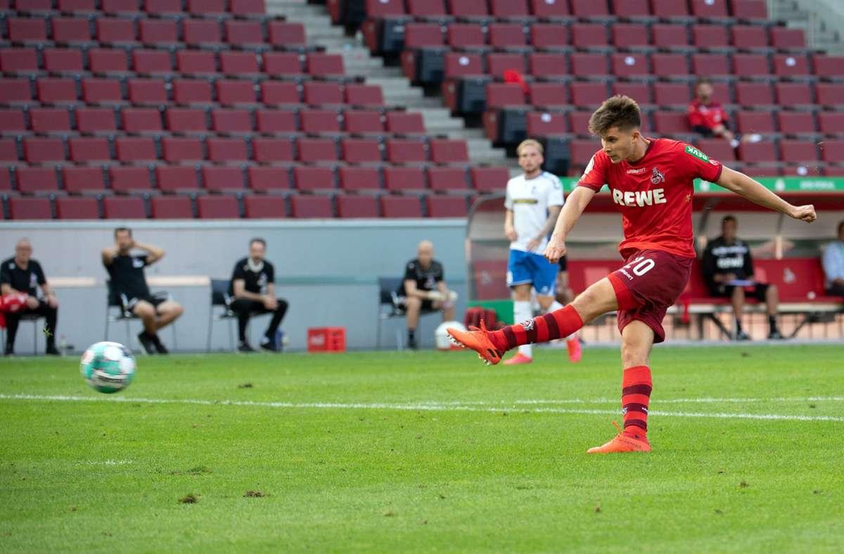 Der Kölner Elvis Rexhbecaj erzielt das 4:0. Foto: dpa/Federico Gambarini