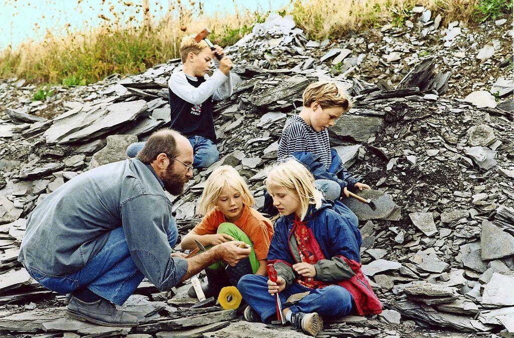 Kinder suchen mit Vergnügen   nach Ammoniten und Katzengold   – wie hier auf dem Geoparkfest 2010. Foto: Gemeinde Bad Boll