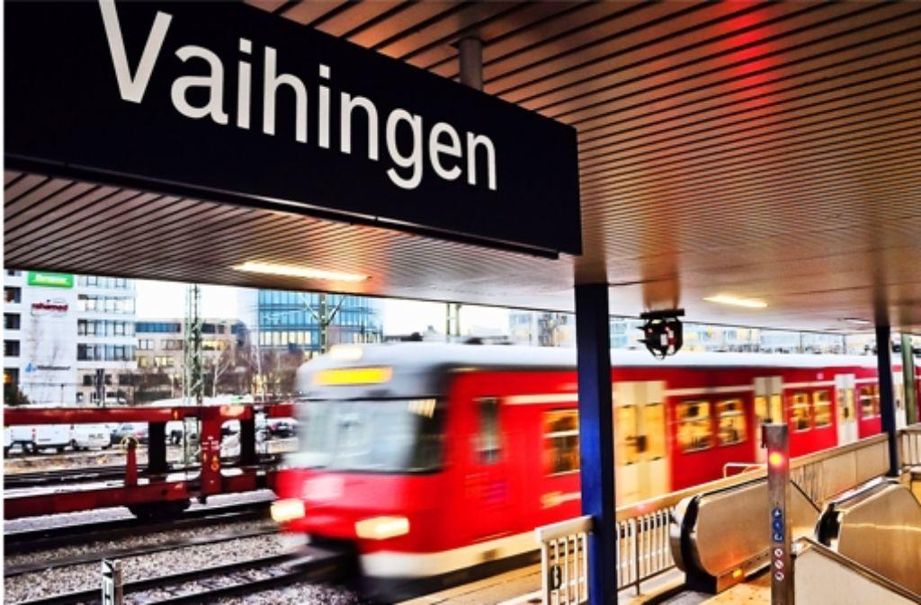 Ein zusätzlicher Bahnsteig für Regionalzüge am Vaihinger Bahnhof könnte die stark  frequentierten und oft verspäteten Züge der S-Bahn-Linie1 entlasten. Ein zusätzlicher Bahnsteig für Regionalzüge am Vaihinger Bahnhof könnte die stark  frequentierten und oft verspäteten Züge der S-Bahn-Linie1 entlasten. Ein zusätzlicher Bahnsteig für Regionalzüge am Vaihinger Bahnhof könnte die stark  frequentierten und oft verspäteten Züge der S-Bahn-Linie1 entlasten. Ein zusätzlicher Bahnsteig für Regionalzüge am Vaihinger Bahnhof könnte die stark frequentierten und oft verspäteten Züge der S-Bahn-Linie1 entlasten. Foto: Alexandra Kratz