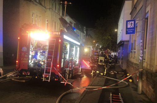 Imbiss in Flammen – Feuerwehr evakuiert Nachbarhaus