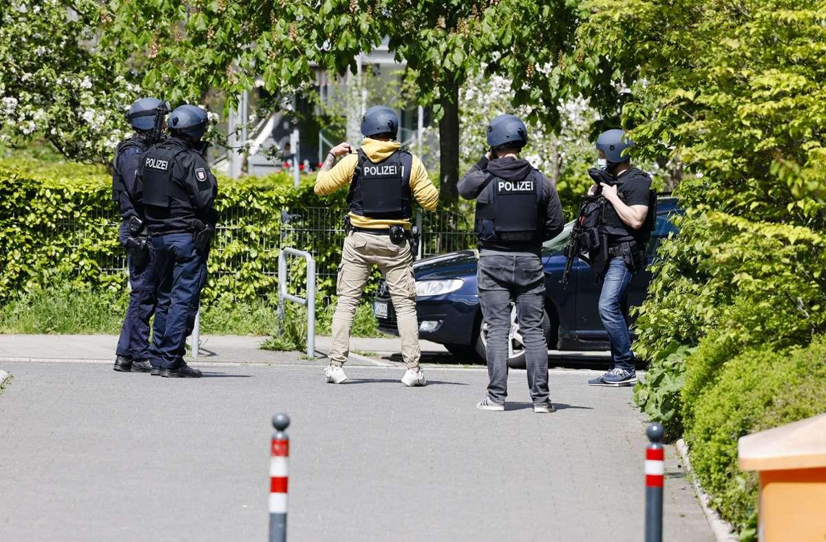 Die Polizei ist seit Mittwoch bei Kiel im Großeinsatz. Foto: dpa/Frank Molter