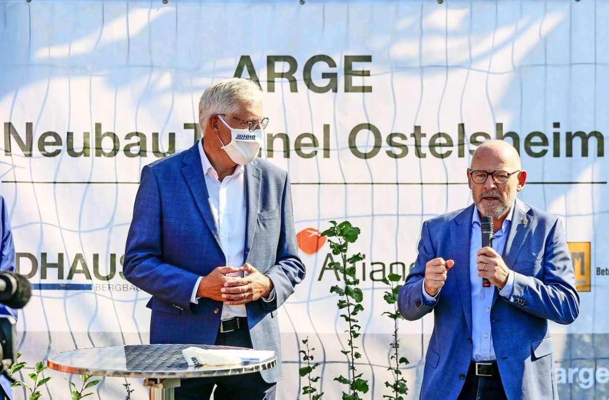 Ungestörter Spatenstich: Helmut Riegger mit dem Landesverkehrsminister Winfried Hermann Foto: factum/Simon Granville