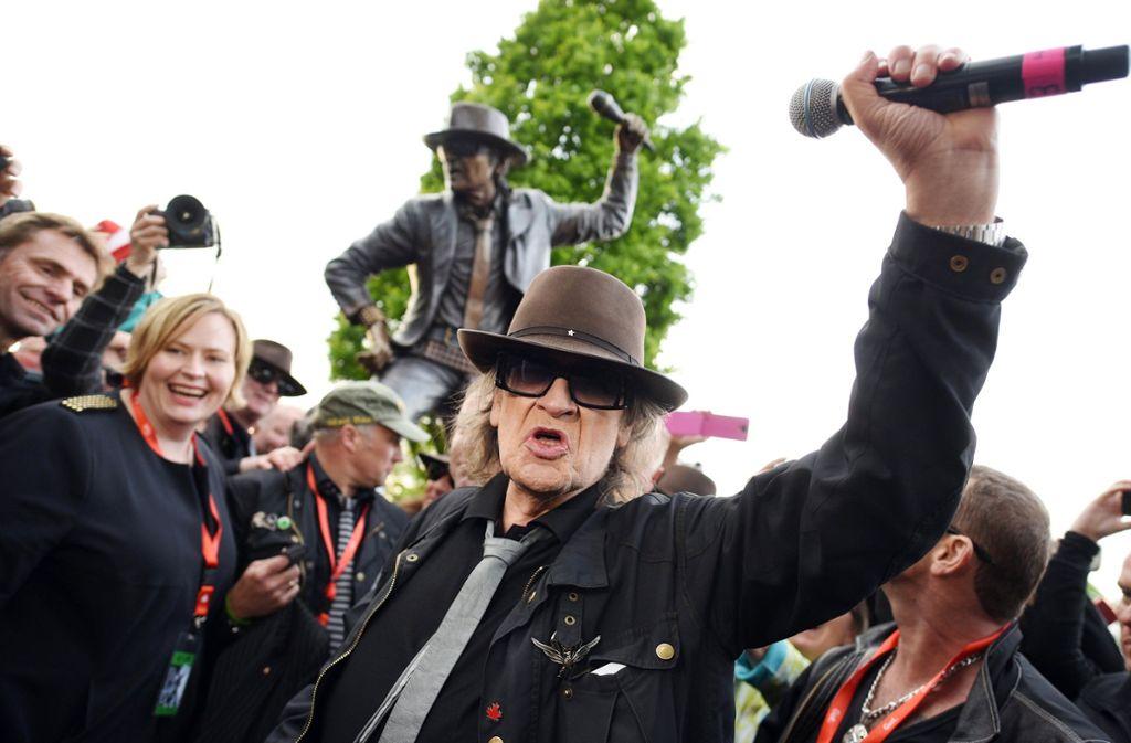 Udo Lindenberg bei der Enthüllung eines Denkmals für ihn im Mai 2015. Foto: dpa