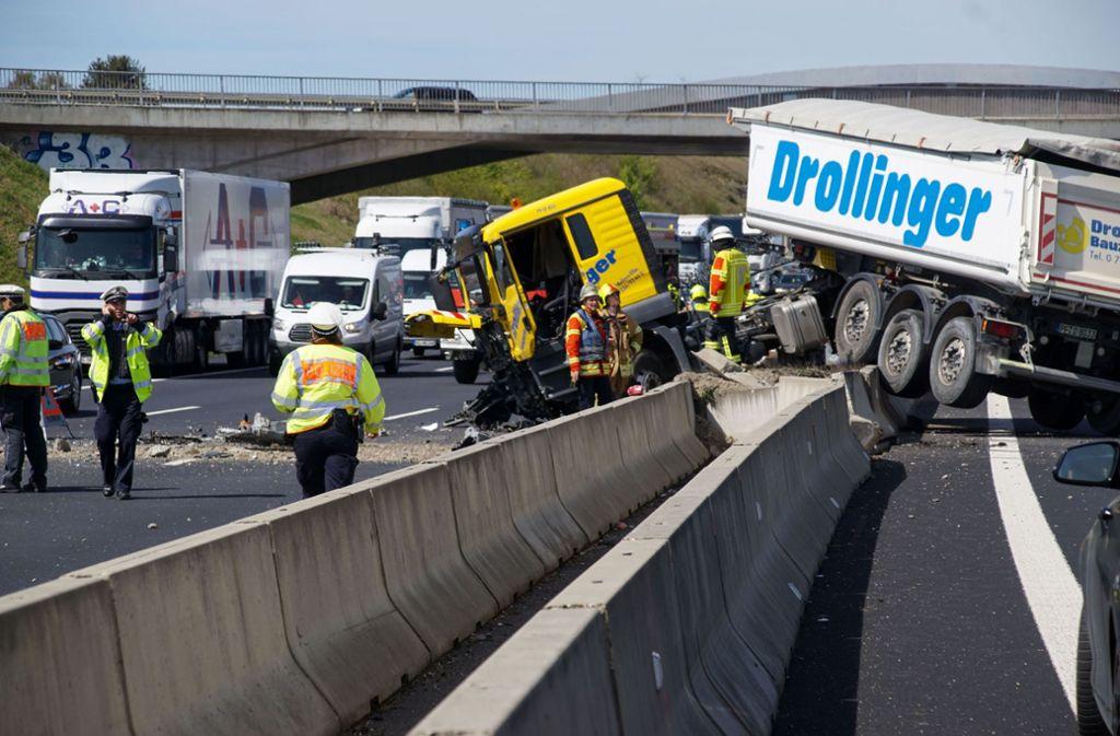 Neben Feuerwehr und Polizei war auch die Autobahnmeisterei vor Ort. Foto: SDMG/ Dettenmeyer
