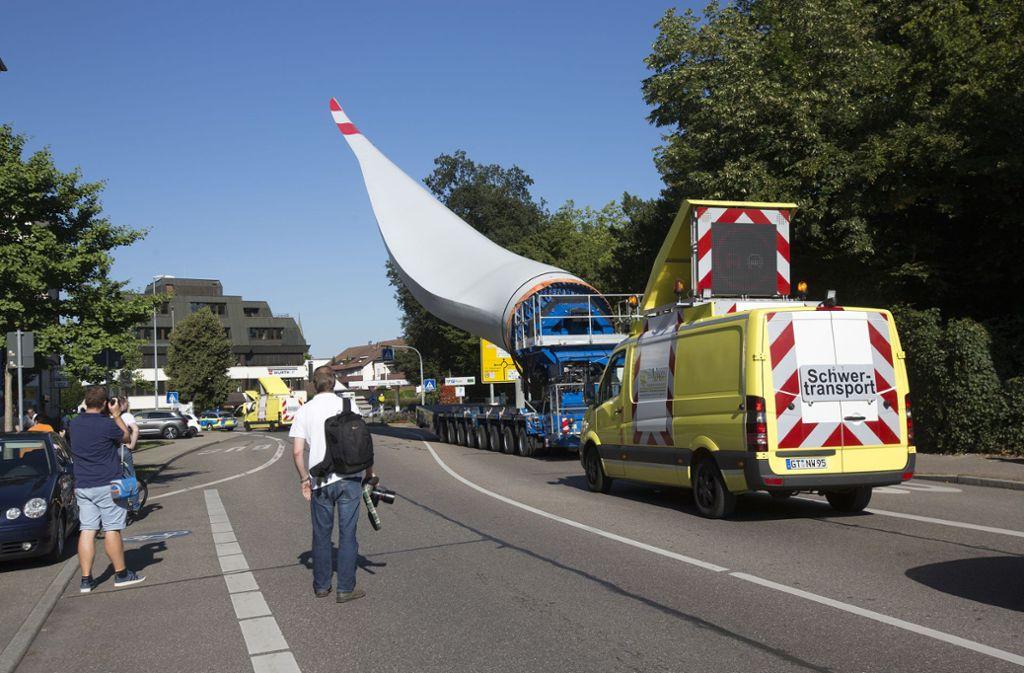 Das Rotorblatt wurde mit einem aufwendigen Schwertransport zum Goldboden gebracht. Foto: Pressefoto Horst Rudel