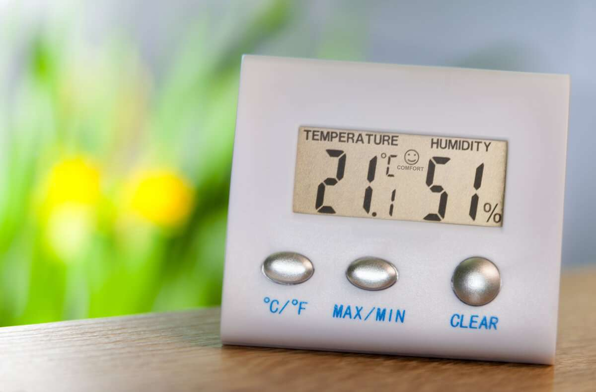 Das sind die besten Tipps, um die Luftfeuchtigkeit in Räumen zu erhöhen. So sorgen Sie für ein gesundes Raumklima. Foto: Yury Stroykin / Shutterstock.com
