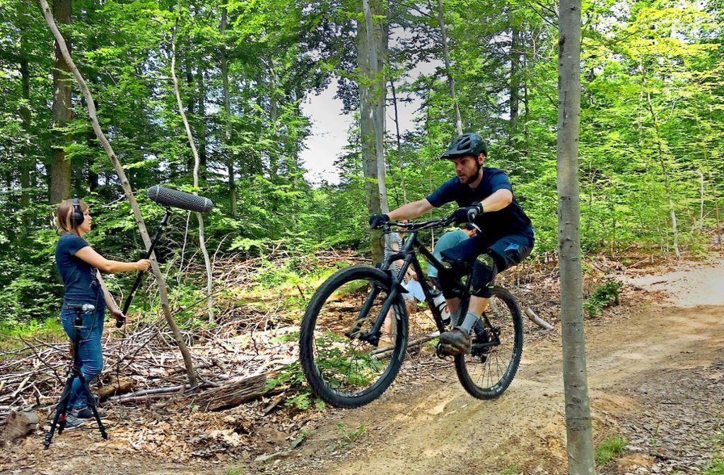 Im VVS-Imagefilm  heizen Mountainbiker auf der Esslinger Esnos bergab. Foto: VVS
