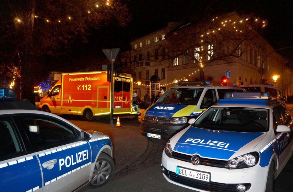 Rund um den Erpressungsfall wurde auch am Potsdamer Weihnachtsmarkt ein verdächtiges Paket gefunden. (Archivbild) Foto: dpa/Christian Pörschmann