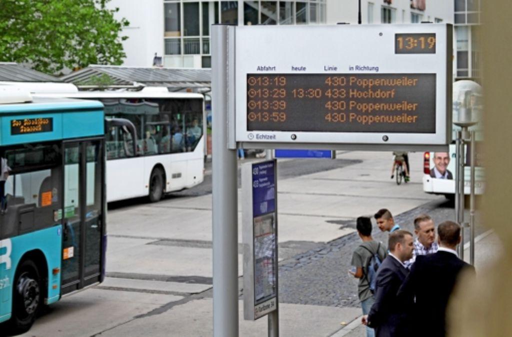 Der Bus der Linie  433 nach Hochdorf hat sich leider  verspätet. Foto: factum/Granville