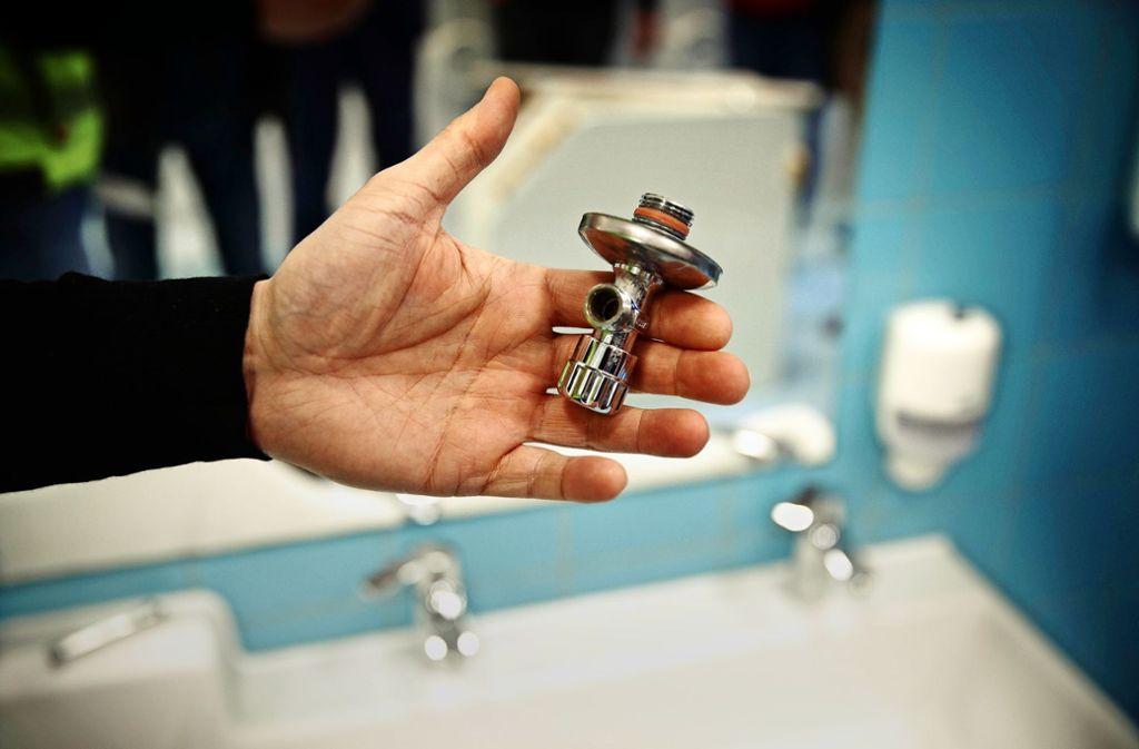 Das kleine undichte Eckventil hat einen riesigen Wasserschaden im Kinderhaus Purzelbaum verursacht. Foto: /Gottfried Stoppel