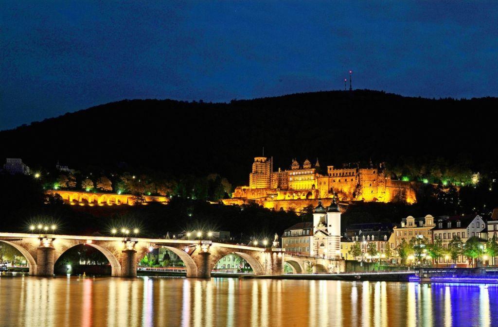 Heidelberg ist attraktiv und bei Touristen beliebt. Ob eine Übernachtungsgebühr die Anziehungskraft schmälert, ist umstritten. Foto: dpa