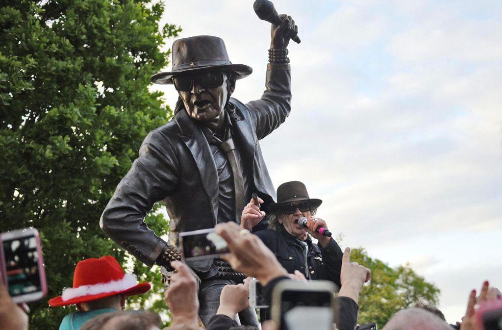 Diese Statue von Udo Lindenberg muss repariert werden. Eine Ersatzfigur war gestohlen worden. Foto: dpa
