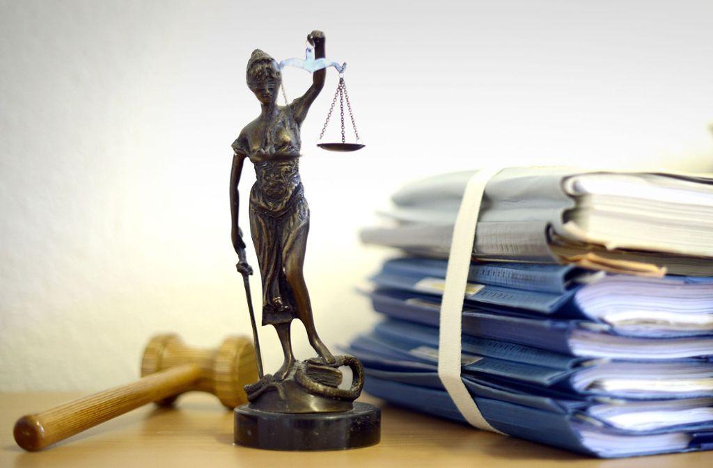 Bis Justitia ihr Urteil fällt, sind oftmals Denkwürdigkeiten zu protokollieren – absichtliche wie unfreiwillige. Foto: dpa