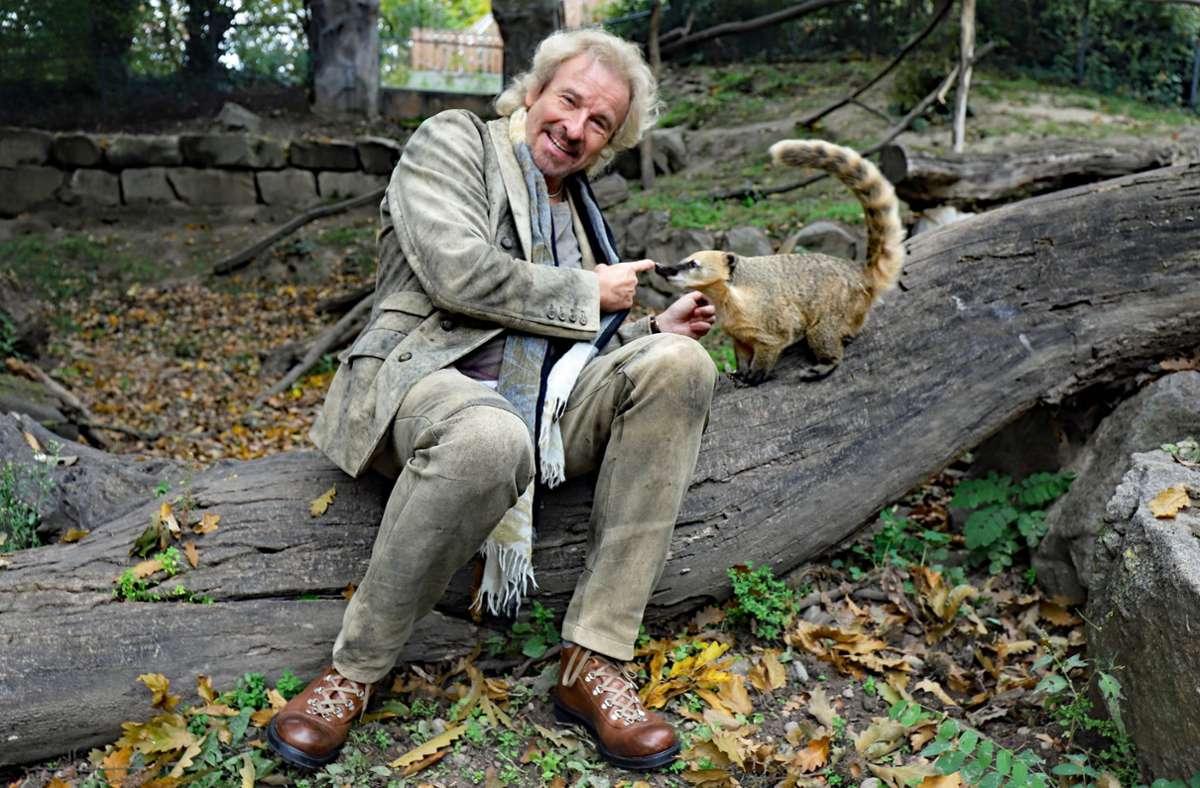 Gottschalk hat seinen Schützling am Samstag besucht. Foto: Timo Deible/Zoo Karlsruhe/dpa/Timo Deible
