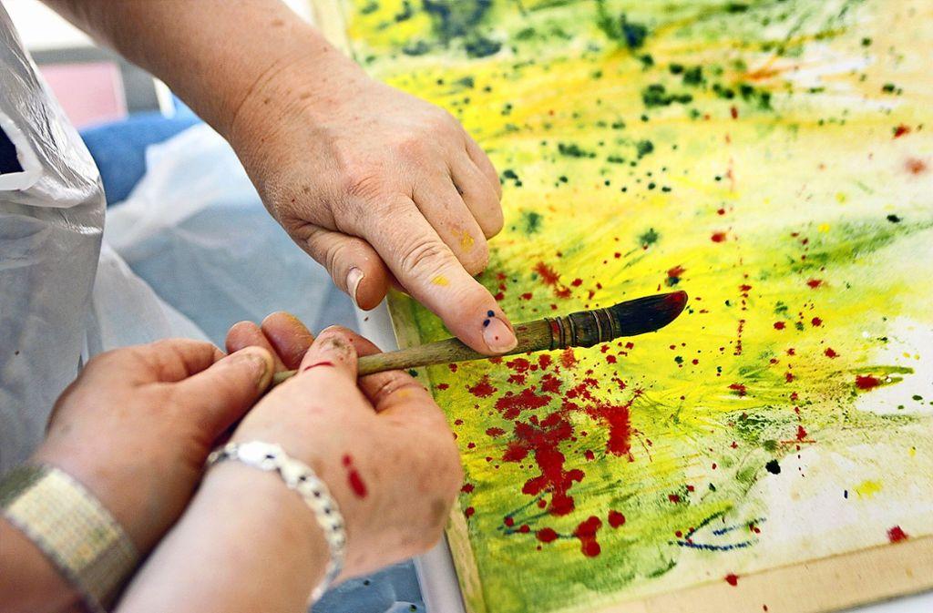 Artifex engagiert sich auch im sozialen Bereich – etwa bei Aktionen wie dem Seniorenmalen. Foto: factum/Simon Granville