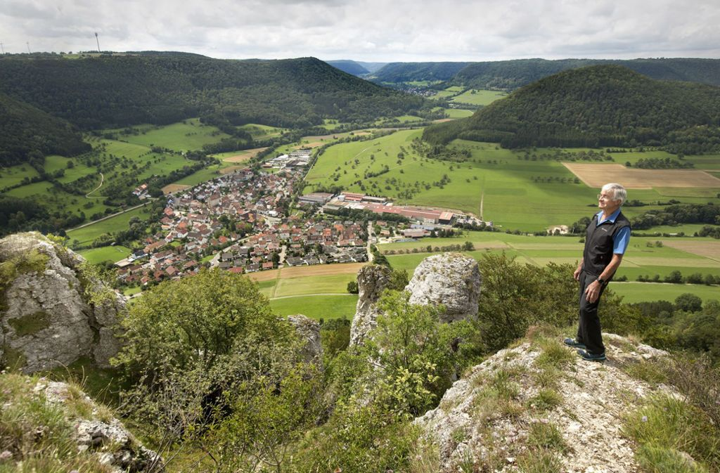 Es lohnt sich, eine der Felszinnen des Hausener Ecks zu erklimmen. Die Sicht  dort oben ist spektakulär, Gerhard Dangelmaier steigt immer wieder herauf. Foto: Pressefoto Horst Rudel