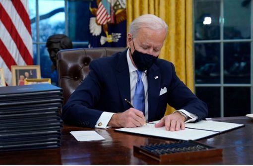US-Präsident unterzeichnet Wiedereintritt in Pariser Klimaabkommen