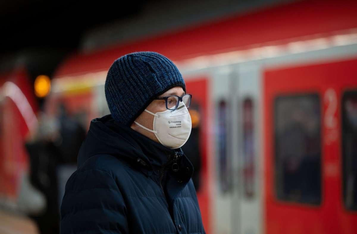 In Baden-Württemberg soll die Maskenpflicht verschärft werden. Foto: dpa/Marijan Murat