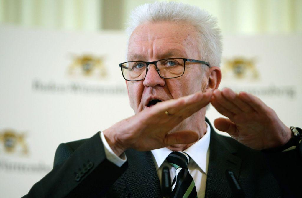 Winfried Kretschmann bei der Pressekonferenz. Foto: imago images/Arnulf Hettrich