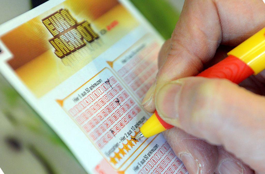 Ein Böblinger kann sich über einen Millionengewinn beim Eurojackpot freuen. (Symbolbild) Foto: dpa