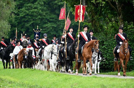 Tausende Wallfahrer bei traditioneller Reiterprozession