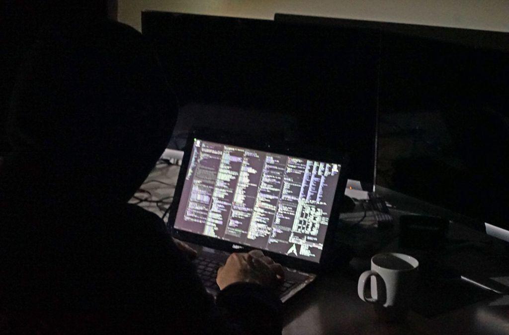 Drei junge Hacker konnten die Ermittler festnehmen (Symbolbild). Foto: dpa