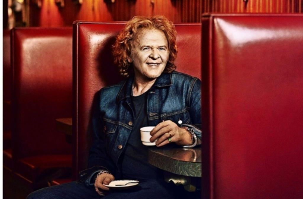 Stillsitzen ist sein Ding nicht: Mick Hucknall singt wieder für Simply Red Foto: Warner
