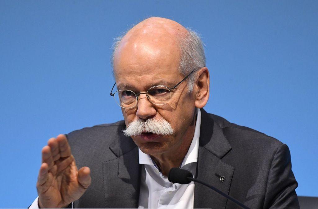 Daimler-Chef Dieter Zetsche hält die geplanten Fahrverbote für ältere Dieselfahrzeuge zum Schutz der Gesundheit für ein wirtschaftspolitisches Eigentor. Foto: dpa